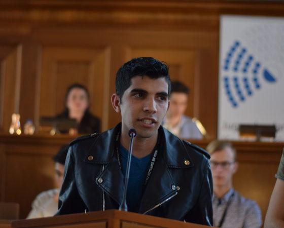 Das Jugendparlament fordert die Einhaltung der Kinderrechtskonvention bei MNA